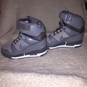 Nike Air Dunks sneaker in gray/light blue. Sz 9