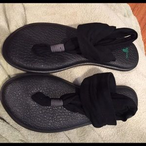 Shoes - Sanuk sandals yoga mat