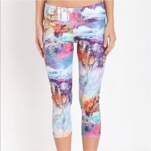 Onzie Yoga Fantasy Water Color Print Capris