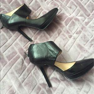Black leather Nine West  Pointy toe heals