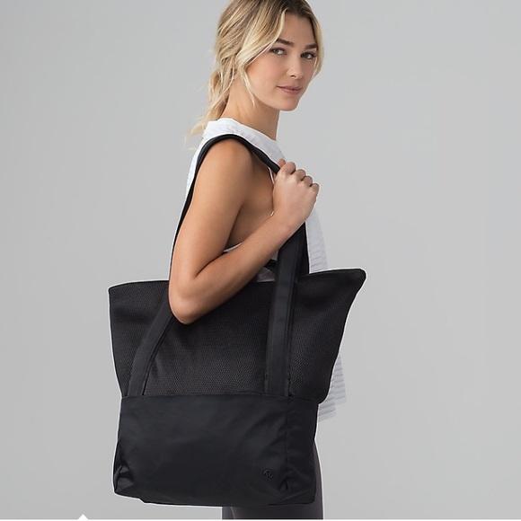 lululemon athletica Handbags - Hot Mesh Tote NWT Lululemon