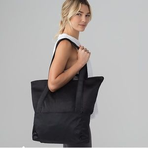 Hot Mesh Tote NWT Lululemon