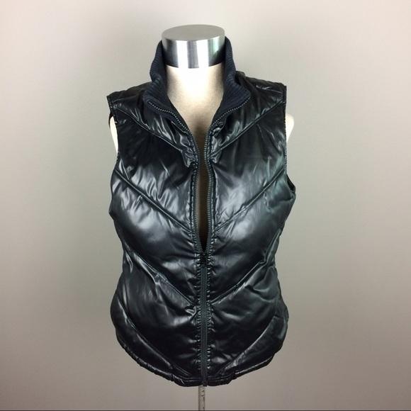 Old Navy Jackets & Coats - Old Navy black puffer vest