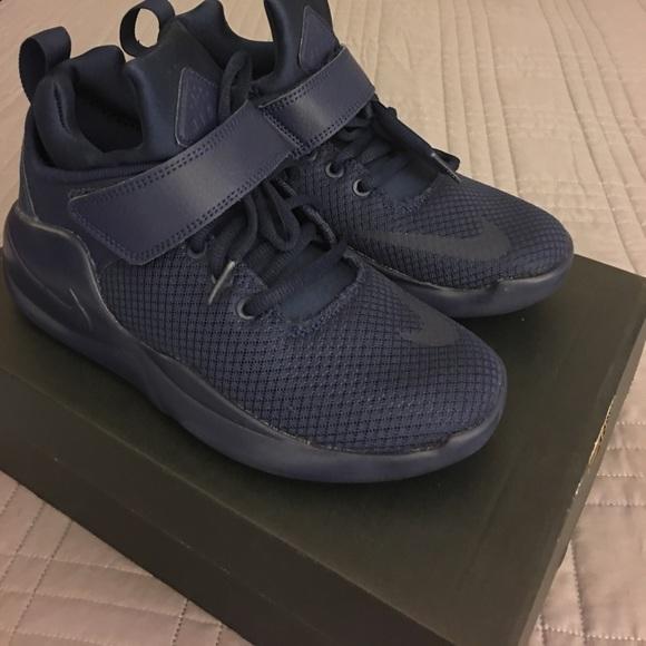 New Nike Kwai, Big Kids 4