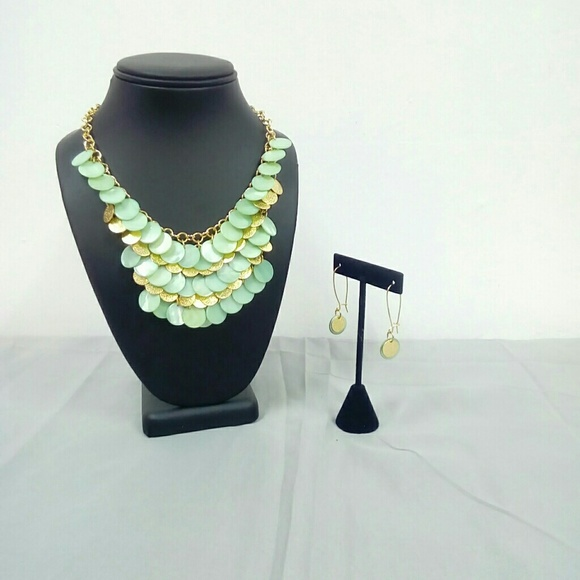 Deja Vous Jewelry - NWT Mint/Gold Necklace Set