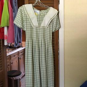 Green/Ivory Dress👗Sz 12. Need an Easter dress? 🐣