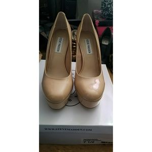 Steve Madden Fawn Patent Leather pumps