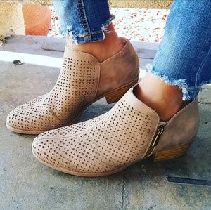 LAST PAIR!!//The Ophelia// Taupe ankle booties