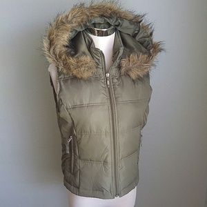 Maurices olive green puffer vest faux fur hood