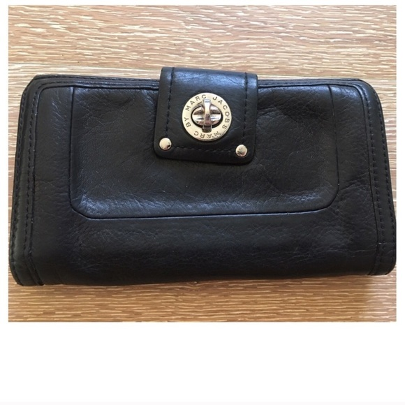 4b61ac8f333 Marc by Marc Jacobs Totally Turnlock Wallet Clutch.  M_595e99209c6fcf65bc002546
