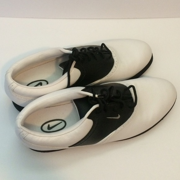 43 off nike shoes women 39 s nike air bella classic oxford for Classic house golf shoes