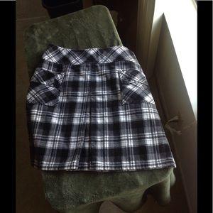 LOFT black & white front pleated plaid skirt