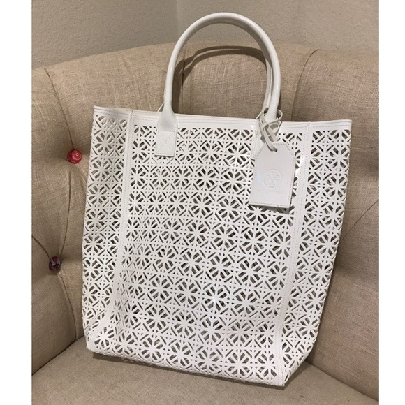 d043632b392 Tory Burch White Beach Bag 🌴🐚. M 595ececd680278272e002110