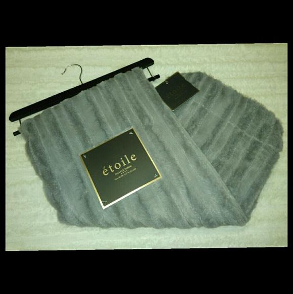 Etoile Other Faux Fur Throw Rug Resellers Backdrop 40 X 40 Poshmark Mesmerizing Etoile Throw Blanket