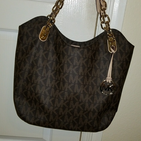 fa7bd4e67b2c new Michael Kors Lilly Chain MK NEW WITHOUT TAGS. M 595f07117fab3a6a510151b6