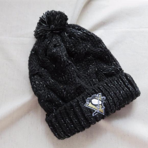 20f940e499d Pittsburgh Penguins Hockey Pom Pom Toggle Cap. M 595f0746f76e65571504269f