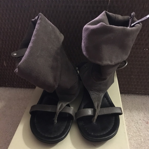56ef18b4e3a Report: Slouchy sandals