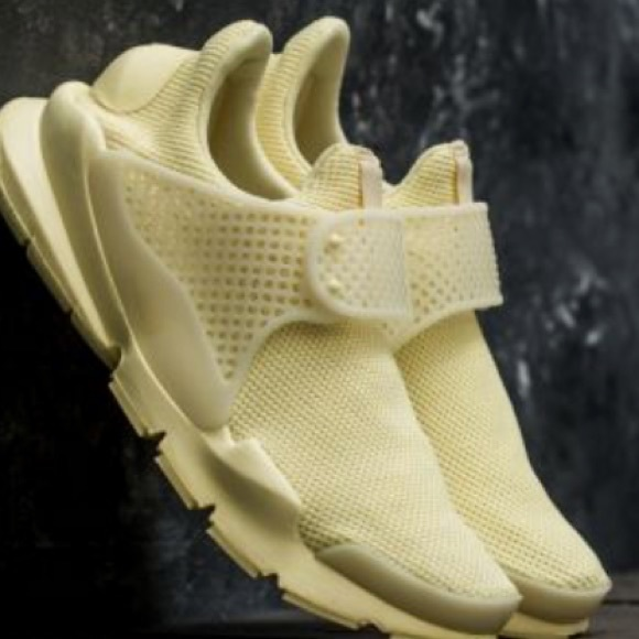 detailed look fafdc 6e98b Nike Sock Dart Lemon chiffon