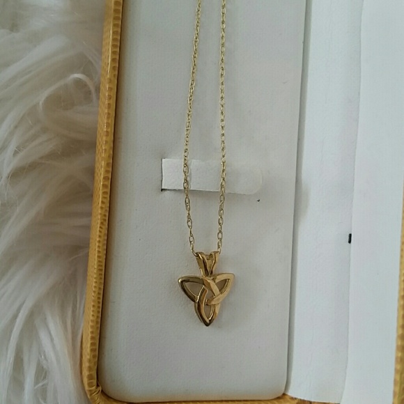 Jewelry - Small Pendant with chain