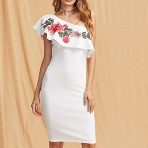 Dresses & Skirts - NWT Bodycon white flower dress fashion size M