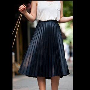 Black Zara accordion skirt size small