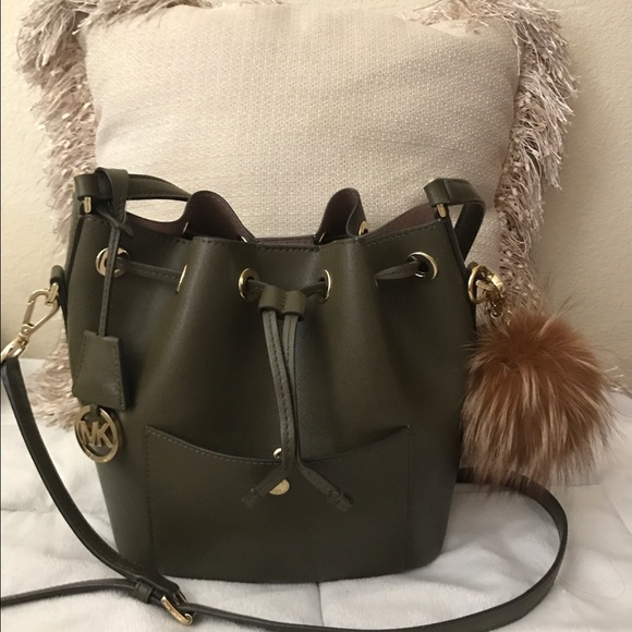 56ab0a10a371 ... norway michael kors olive bucket bag with puff keychain de234 f1b02