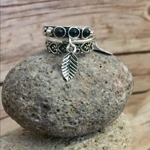 Jewelry - 🆕 Silver tone/ black stackable feather ring
