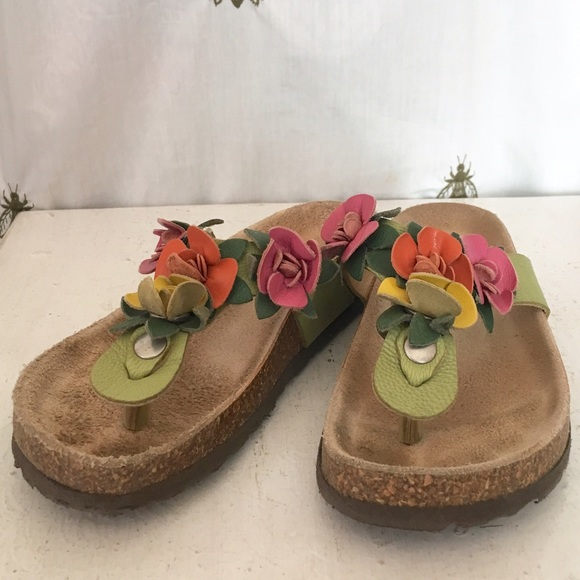 fdf64b06e Garnet Hill Other - Girl s Garnet Hill Leather Flower Sandals