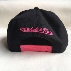 122f62bce32 Mitchell   Ness Accessories - San Antonio Spurs Blackout snapback hat