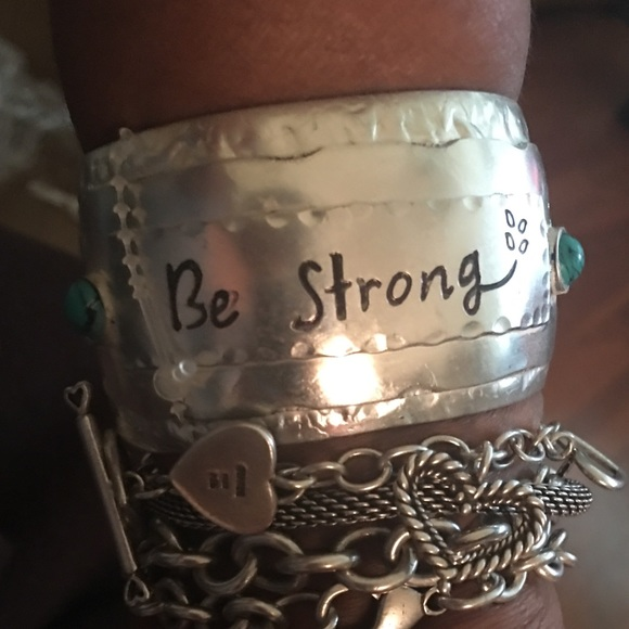 Jewelry - Be Strong Silver • Metal Wrist Cuff