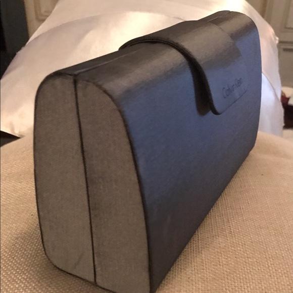 92 off calvin klein handbags calvin klein handbag clutch flash sale from karen 39 s closet on. Black Bedroom Furniture Sets. Home Design Ideas