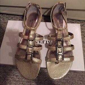Gold ALFANI sandals! Size 7.