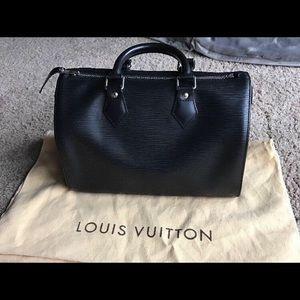 86c2320e3e3d2 ... Black Leather Pre loved Louis Vuitton Speedy 25 In Epi Leather ...