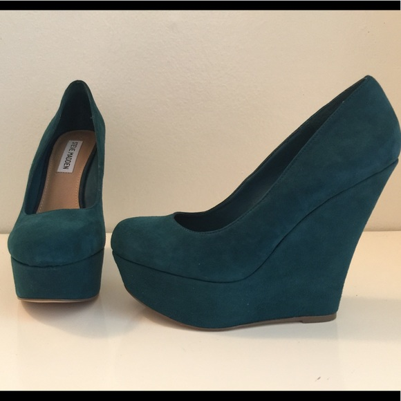 8652f06abe2 Steve Madden Pammyy Suede Wedges. Like new