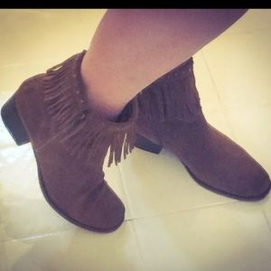 Shoes - Bear Trap fringe booties