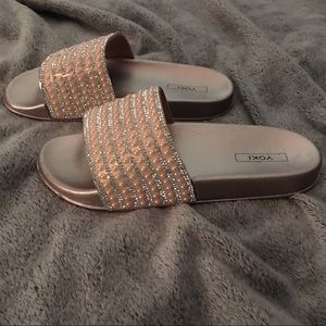 Shoes - 💥NEW💥Rose gold, slides, beaded, pink