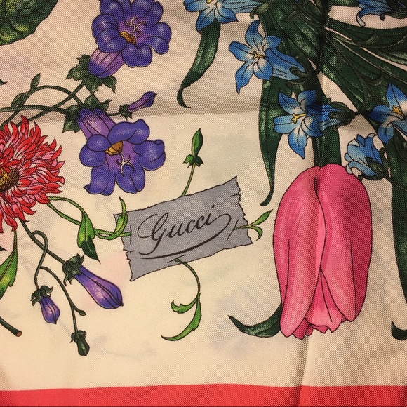 5e3bf4047ff Gucci Accessories - ⭐️Host Pick⭐️Gucci v. accornero floral silk scarf
