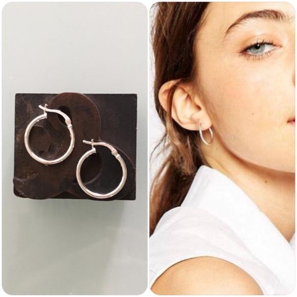 99f3bc0658291 NWT 100% Sterling Silver 20mm Hoop Earrings NWT
