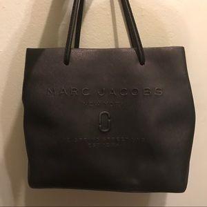 0da5d4c3224d Marc Jacobs Bags - ✨Marc Jacobs Logo Shopper East-West Tote✨