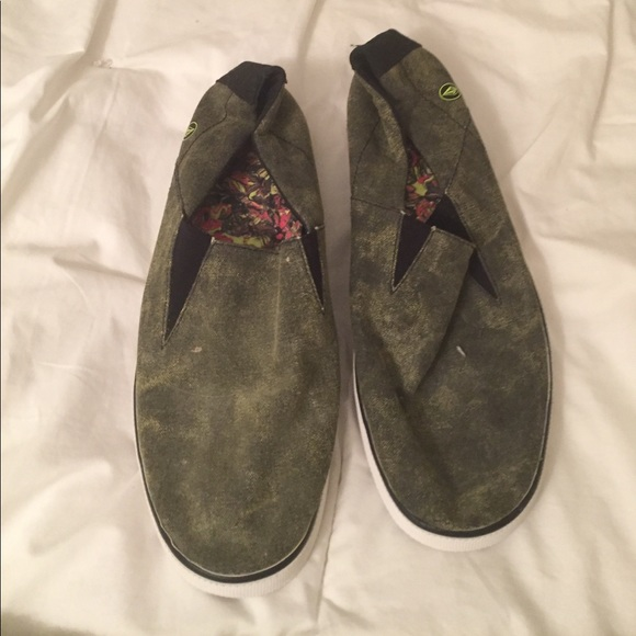 52 volcom other olive green s slip on shoes