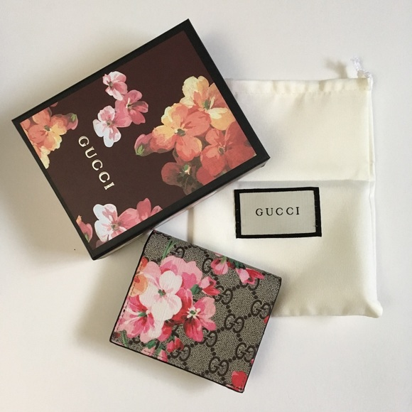 4acbe188e5e0b8 Gucci Handbags - Gucci GG blooms card case / pink