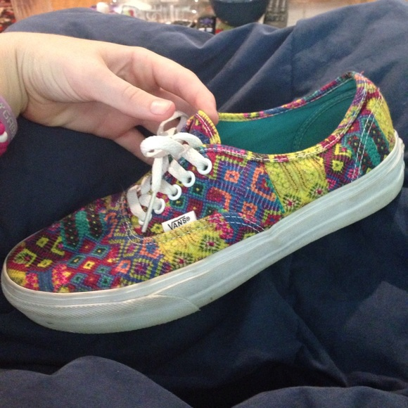 Multicolor Aztec pattern Vans sneakers. M 5960f95fc6c79587d1035ebf 2b1eee7b4
