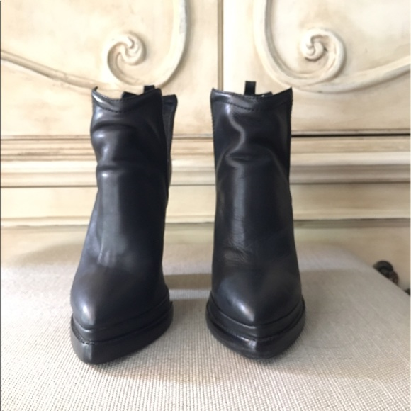 68 off jeffrey campbell shoes sale jeffrey campbell who 39 s next booties size 6 from amanda 39 s. Black Bedroom Furniture Sets. Home Design Ideas