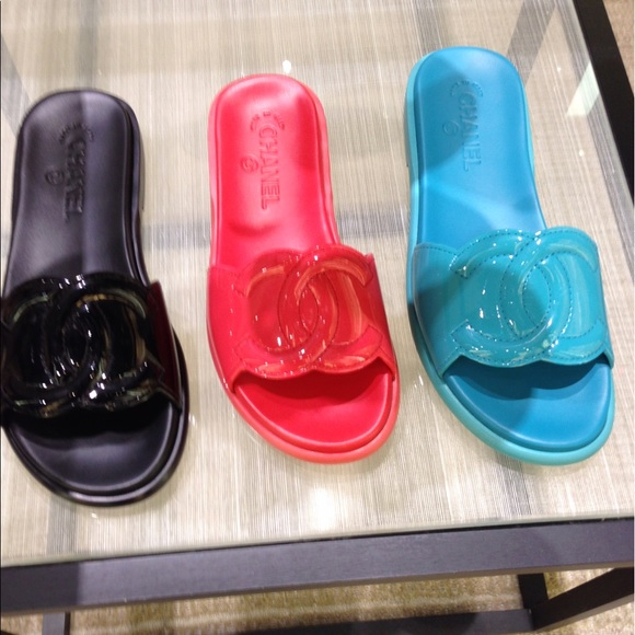 Chanel Maxi Slides Coral Pink Patent