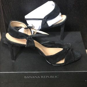 Banana republic Knot high heel NWT