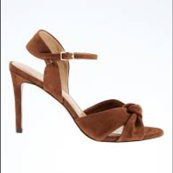 Banana Republic Shoes - Banana republic knot heel