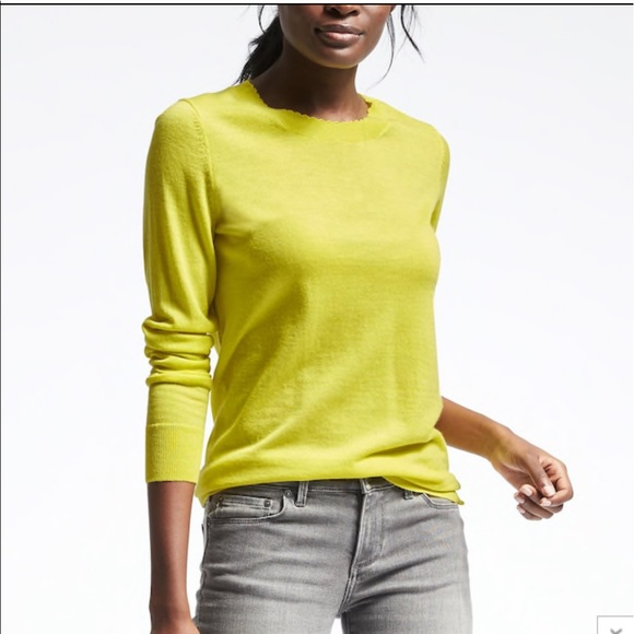 Banana Republic Sweaters - Banana Republic Merino Scallop Pullover