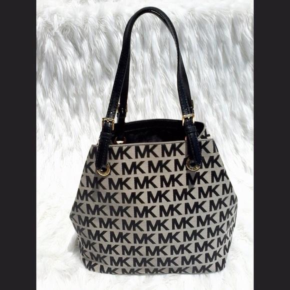3df7291c9222 MICHAEL KORES CLOTH   MK PRINT TOTE NWOT. M 596121d6f0137d126700fd61