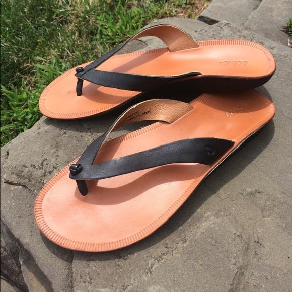 914b52ddade1bd OluKai Loea women s size 8 sandals. Like new. M 596122959c6fcfccd9040cd8