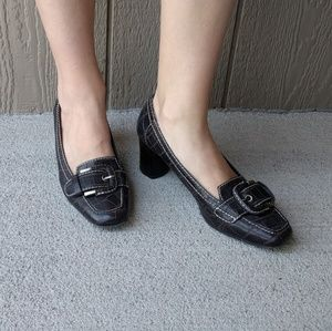 Like new Naturalizer low heel shoes
